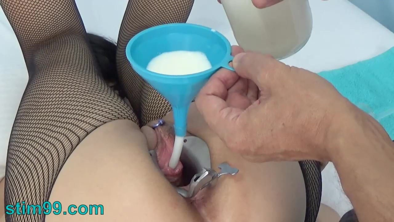 Extreme Female Peehole Fucking with Dildo