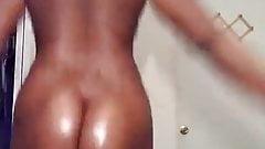 sexy ebony claps her juicy booty sexy
