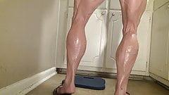 Big muscle legged bbw Tempest Yvette Jones uses dildo