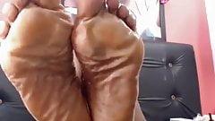 Зрелые ступни чернокожей богини