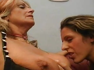 Lesbian mature and young sex Sex mature and young lasbiyanki