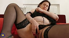 Hot mom feeding her hungry pussy