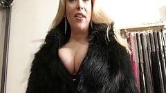 Misstress Cleavage
