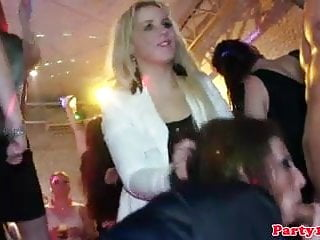 Tips for sex giving head - Real czech amateur giving head to lucky waiter