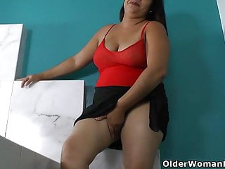 How enjoy sex - Latina bbw karina sure knows how to enjoy a hot bath