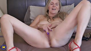 Canadian stepmom Velvet Skye needs a good sex