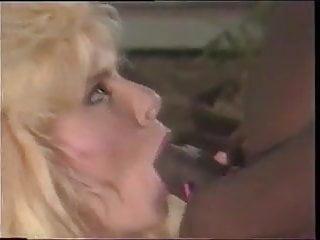 Bella donna pissing - Bella donna fcuks ray victory