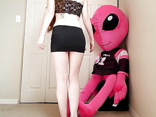 Facehugger alien sex - She rides her alien friend