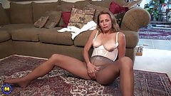 American mom wants a good fuck from you