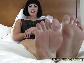 My big fetish - Pamper my big sexy size 10 feet