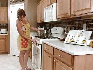 Hot latino woman sex - Hot mature woman play herself in the kitchen