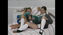 Fay и Estelle, юные школьницы-лесбиянки