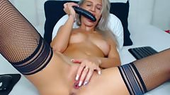 Sexy Hot Cam Babe Finger Fucks Her Pussy