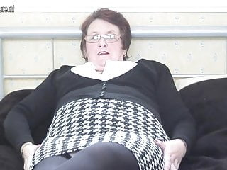 Grandma cunts movies - Real grandma plays with her old cunt