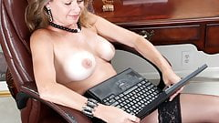 Porn makes this mom wet!