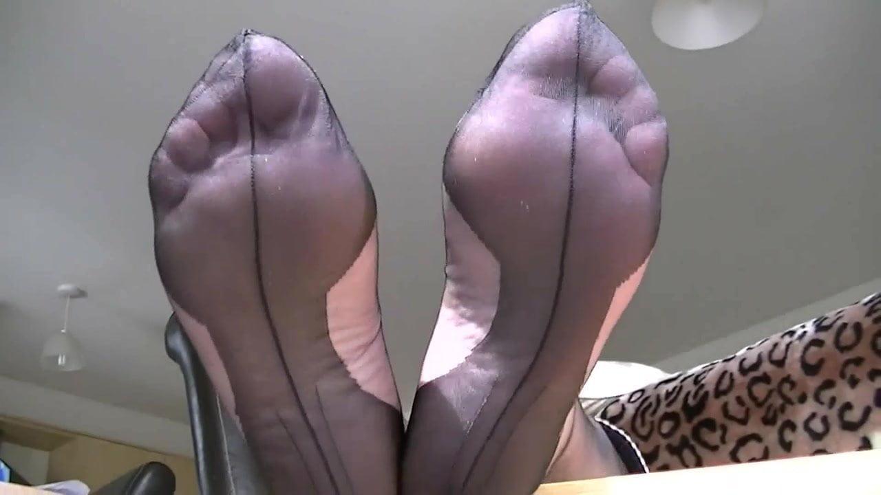Stinky Nylon Feet Sniffing