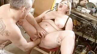 Mature bbw having toy used on her and squirting