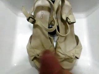 Download transvestites aldo cry Cumshot on aldo heels