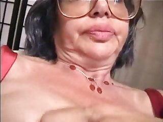 Buxom busty women top heavy - Elegance classique top heavy grannies