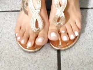 Black womens sexy feet and toes Sexy feet and toes