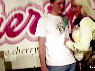 Teen buby Pornostar fickt mit bubi fan direkt nach der messe im hotel