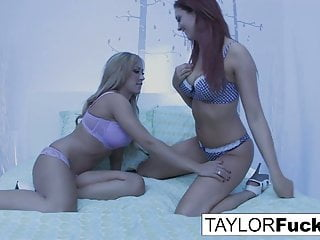 Ways to pleasure in bed - 3-way lesbian fun on a bed