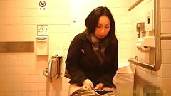 Pissing asian -01