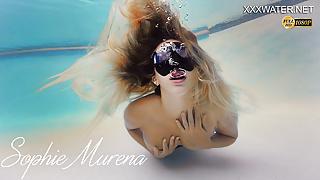 Sophie Murena blonde babe masturbating in the pool