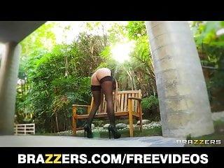 James sisters pool orgasm - Big-booty blonde joslyn james has a pulsing anal orgasm