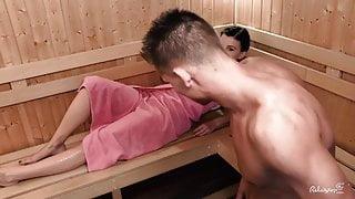 Relaxxxed - Czech babe deepthroats dick in the sauna