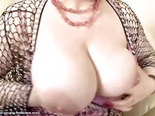 Granny peeing - Double fisting and warm pee after lesbian sex