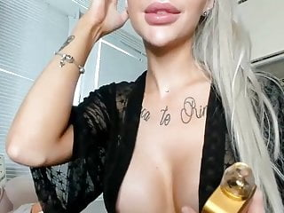 Bimbo suck 2badforyou bimbo with big lips fuckdoll suck toy