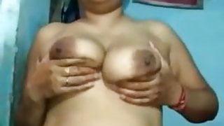 Indian bhabhi showing