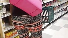 Booty clapping shopper at Publix 1