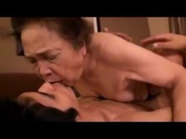 【高齢熟女】古希70歳超のAV女優が若い男優と歳を感じない激しいセックス!黒崎礼子