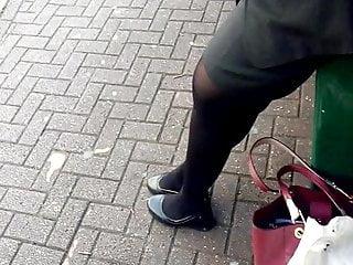 Asian woman pretty - Pretty asian woman at bus stop