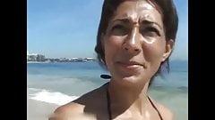 Красивая бразильская девушка, которую я встретил на пляже