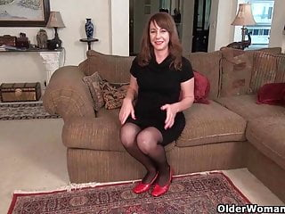 Latex peeling enamel American milf tracy peels off her pantyhose and masturbates
