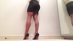Seamed hose and cock skirt .