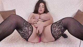 Big ass girl shows off her body
