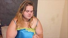 爆乳ママが若いティーンのハードペニスをしゃぶってしゃぶる