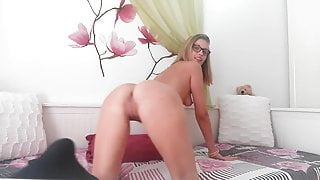 EroticTanya recorded twerking live on cam lj