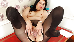 Desi milf CandyLips has fun in tights
