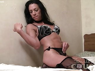 Free porn fit muscular girl solo - Fit muscular brunette cant keep her hands off herself