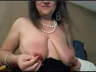 Tit nippling Mature with big clit and big saggy tits - negrofloripa