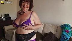 У зрелой мамы глубокая дырка в любительском видео