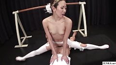Unzensierter japanischer MILF-Ballerina-Dreier mit Spagat