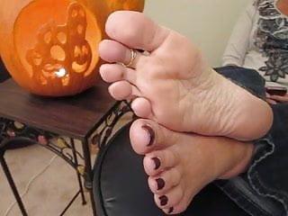 Milf tina wis Milf tina gets cumshot on her sexy soles