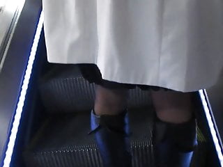 Red tube black chicks free porn - Chick in black stockings witn red tops on escalator