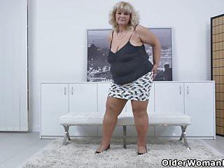 Latina plump pussy - Euro bbw milf renatte pleasures her plump pussy